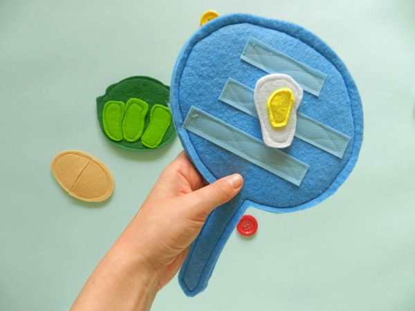 play-pots-and-pans-with-felt-play-food