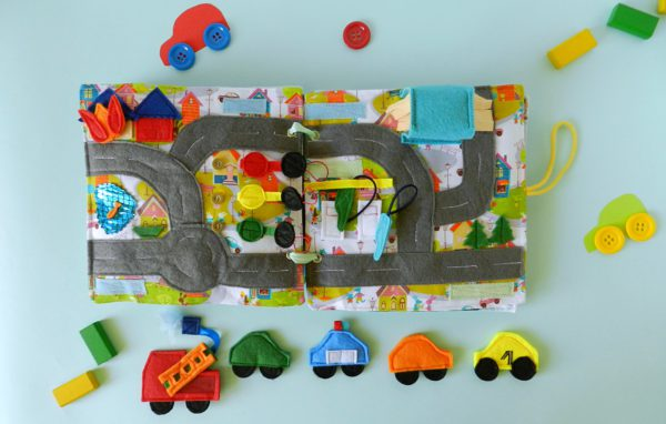 road-play-mat-with-felt-cars-in-book-activity
