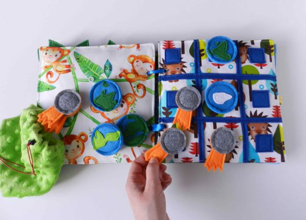 hand-holding-felt-toy-meteorite-playing-tic-tac-toe